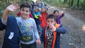 1b und 4b auf dem Weg zum Wald